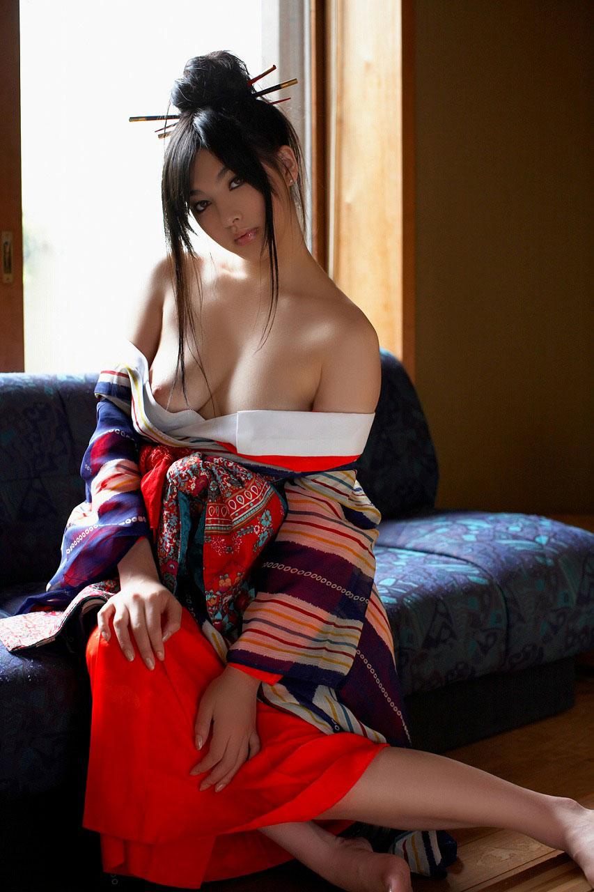 【和服好き】和服がはだけたまま、女体があらわに・・・即ハボすぎワロタwwwww