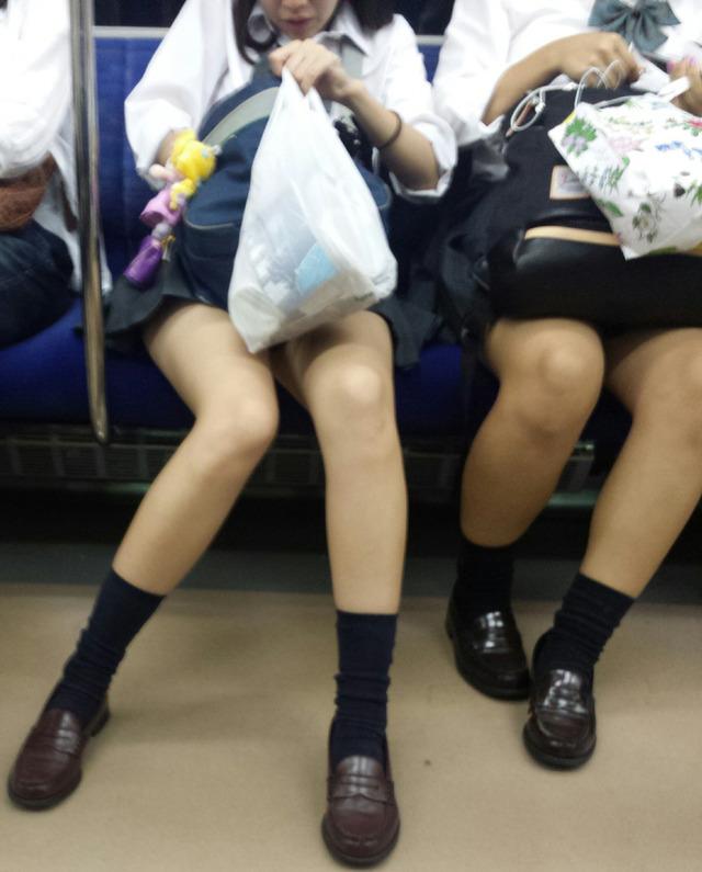 盗撮魔の10代小娘を狙った電車内盗撮がエロ過ぎて驚愕・・・・・・・・(((( ;゚Д゚))))