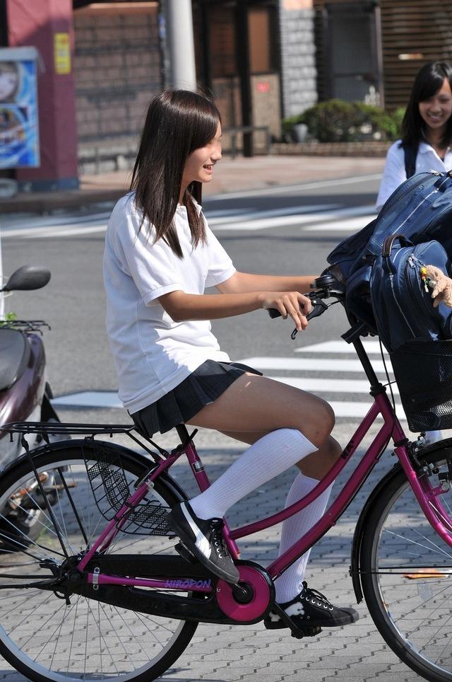 【※事故注意※】現役10代小娘や美脚素人さんの自転車パンチラを凝視していたら事故りそうになる件wwwwwwwww