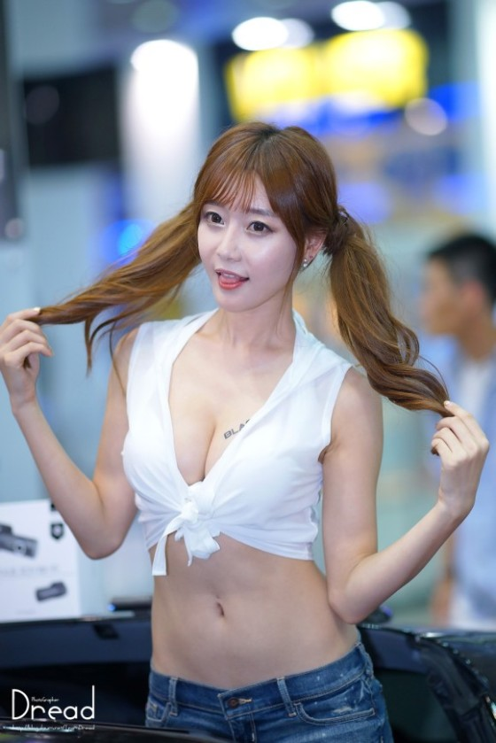 【H,エロ画像】韓国人や中国人の整形バリバリのキャンギャルがエロ過ぎて勃起が止まらないwwwwwww(画像あり)