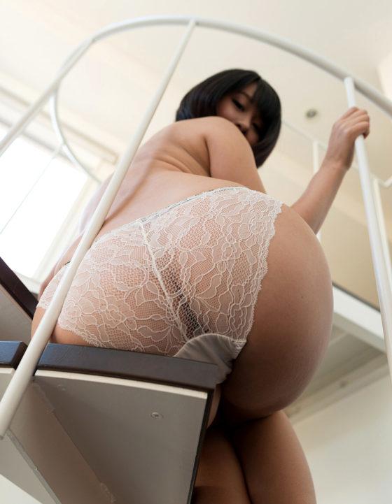 透け透けの下着を履いている女の下着姿のエロ画像30枚